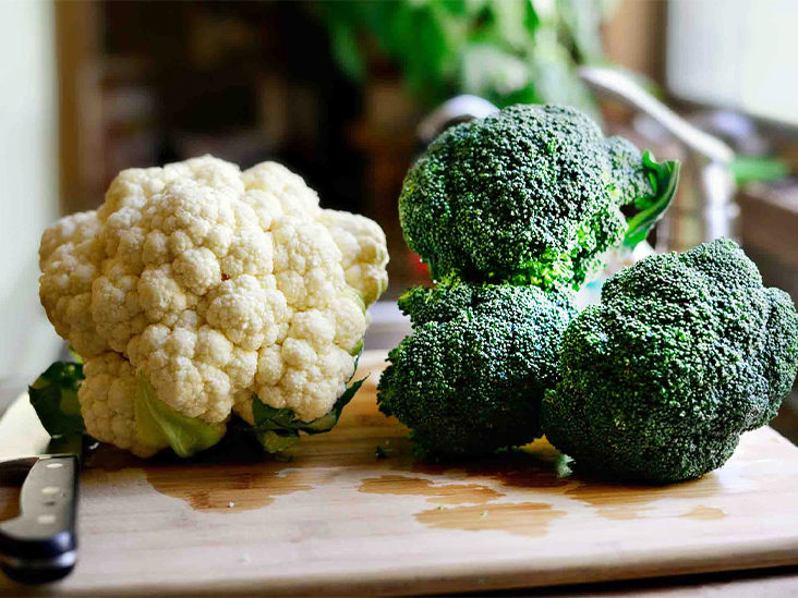 What are the main vitamins in Cauliflower and Broccoli?